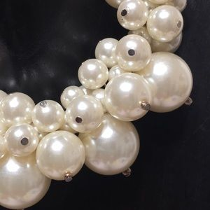 Pearl statement necklace Ivory white
